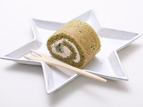 えぐみが少なくさわやかな味わいの小松菜でロールケーキ