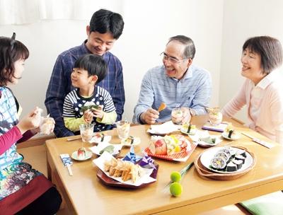 [行事ママ:こどもの日]ママの特製料理を囲んで3世代でお祝い