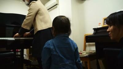 2歳の娘と共にピアノレッスン♪