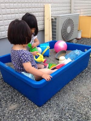 自宅の庭で手作り!子どもの砂場が大人気