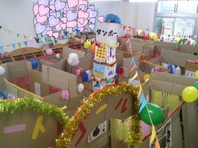 幼稚園バザー 模擬店 ダンボール迷路