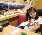 保育園近くのお寿司屋さんでは、お友達によく会います(笑)
