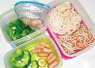 主菜、副菜、おみそ汁用に容器を色分け