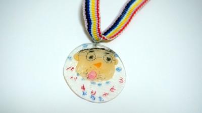 【動画・DIY】子どもとプラ板で父の日に表彰式!ありがとうメダル