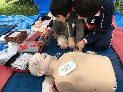 子どもにも学んでほしい、AEDで助かる命と心臓マッサージの仕方