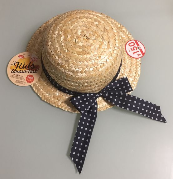 100均(ダイソー)で可愛い形の麦わら帽子を発見したので、リメイクしてみました♪