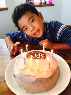 長男8歳の誕生日、手作りチョコケーキでお祝い。