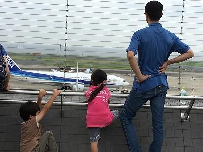 【動画】 羽田空港第二ターミナルで子どもはトルコアイスに夢中