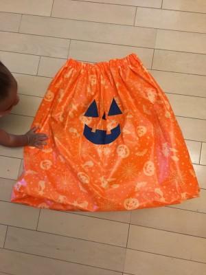 【ハロウィン】針を使わずに200円でバルーンスカート風衣装を手作り!!