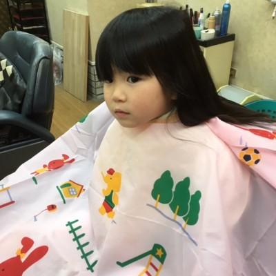 三歳・初めての散髪~お兄ちゃんは卒園アルバムで散髪~