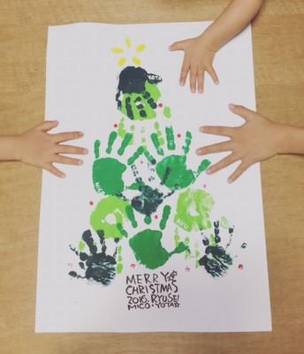 子どもの手形でクリスマスを飾る♪手形アートに挑戦しました\(^o^)/