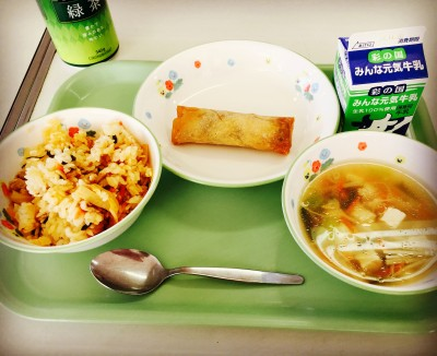 学校の給食試食会と市の学校給食展へ行ってきました。