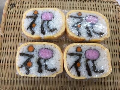 お正月にピッタリな飾り巻き寿司を巻いて来ました。とても美味しいです!!