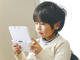 子どもにゲームを与えるのはいつがいい? 買う前に考えたい5つのこと