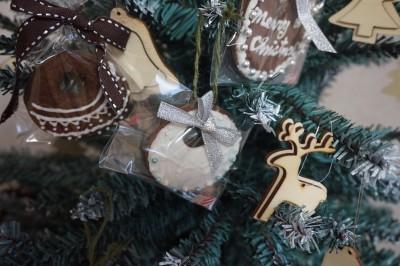 さとうきび糖でクリスマスオーナメントクッキーを作ろう