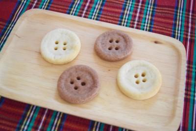 クリスマスオーナメントにも☆ひと手間でかわいいボタンクッキー。