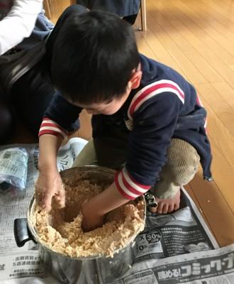 毎年恒例のお味噌づくり☆今年は年中の息子も参戦!