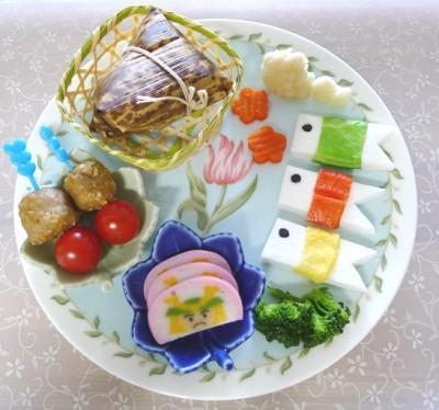 「こどもの日」:手巻き寿司と記念撮影が恒例イベント♪