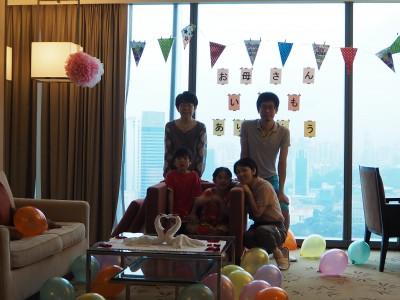 【シンガポール】親子三世代で旅行 ホテルでサプライズプレゼント!!