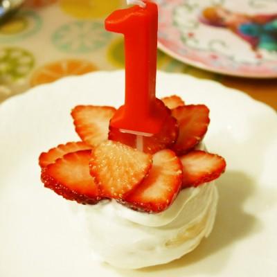 【1歳の誕生日】水切りヨーグルトケーキにご満悦!