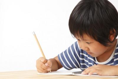 正しくえんぴつを持って、ていねいにひらがなを書ける子は、ノートをきれいにとれる子になります