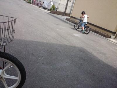 4歳児練習数時間でコマなし自転車制覇!