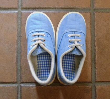 靴のサイズが大きめだと左右逆に履く方が 足にフィットしているような感覚になる(脱げにくくなる)