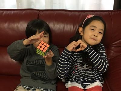 小学2年生 ルービックキューブを全面揃える。親子で対決!結果は?!