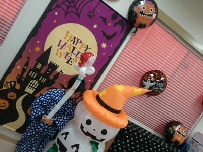 今年のハロウィンはバルーンワークショップの仕事。子供の衣装はなんと?!