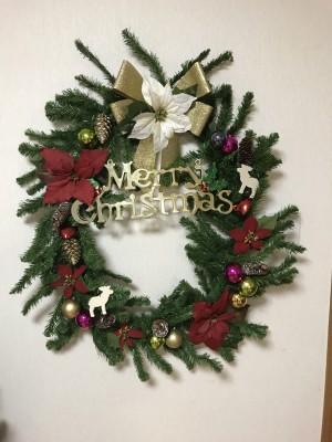 不要になったクリスマスツリーが大きなクリスマスリースに大変身!!