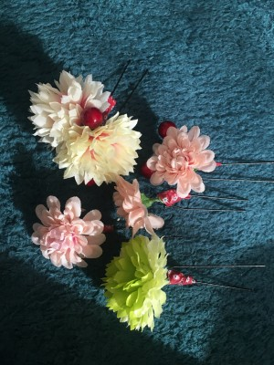 ラプンツェルヘアーの飾りのお花は100均で簡単に!