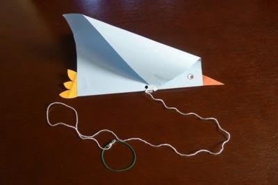 お正月の凧揚げに♪風をとらえて羽ばたく「鳥カイト」の作り方