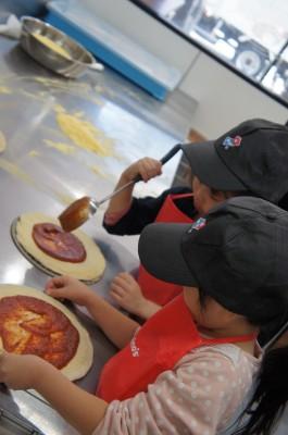 地元でプチキッザニア体験?!ドミノピザでピザ作り!