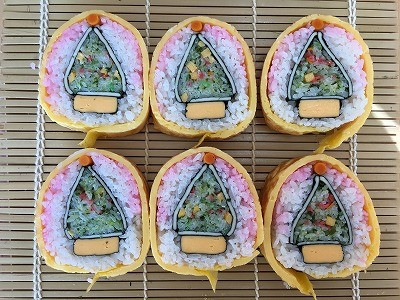12月の飾り巻き寿司 クリスマスツリーと三盆松を巻きました。