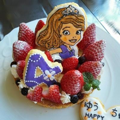 娘4歳のお誕生日(*´ω`*)今年はソフィアのタルトで‥☆彡