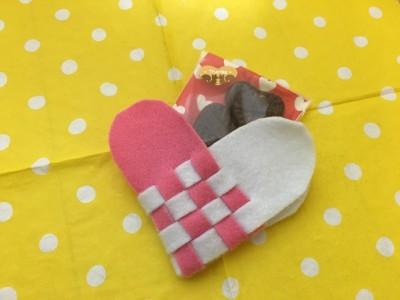 【誌面掲載】針も糸も不要!フェルトを編み10分で作るハートのお菓子入れ
