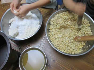 子どもと一緒に家庭の味を育ててみよう!自家製発酵食のすすめ