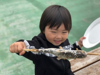 子供が大好き、魚釣り!