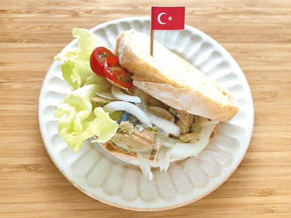 トルコのサバサンド風