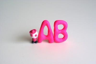 繊細すぎて理解が…!?なかなか近づけない「AB型っ子」の性格は?