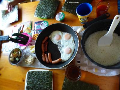 【おにぎりモーニング】炊き立てご飯に好きなおかずを入れて握ろう!!