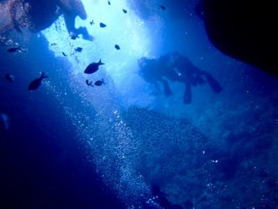 【沖縄旅行】青の洞窟シュノーケリング。2歳も祖父母もOK!真栄田岬へ!