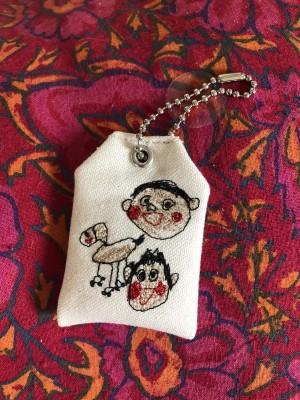 子どもが書いた絵がお守りに刺繍されて届く!世界でたった一つのプレゼント