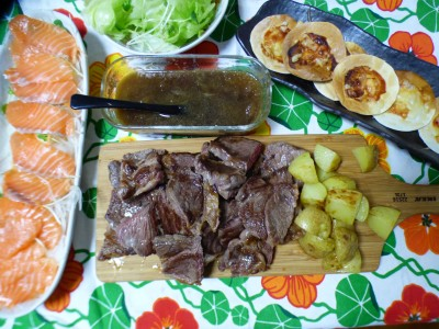 【1800円ご飯】夏休み最終日の晩餐は子供の大好物ステーキ&サーモン!