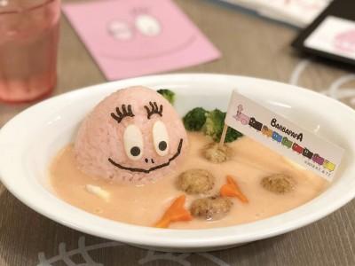 【カフェ バーバパパ】ピンクのカレーがかわいすぎ!!お味はいかに!?