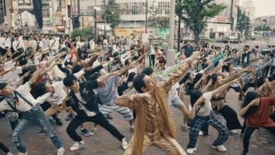 V.I新曲【WHERE R U FROM】フラッシュモブにてピコ太郎!