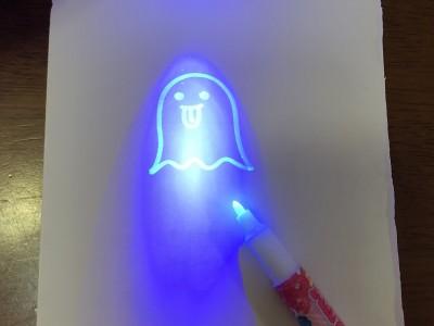 【セリア】子ども大喜び♪夜光ライトで浮き出るペン☆