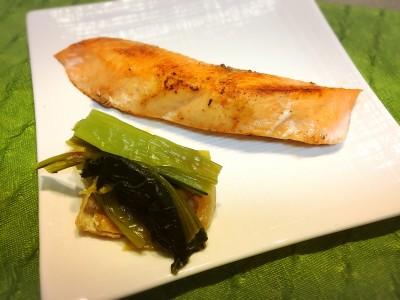 子どもが食べたがる!ふっくら「鮭の塩焼き」は30秒の下準備とフライパンで
