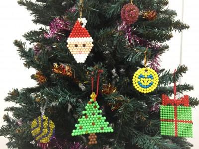 クリスマス飾りを「アクアビーズ」で。無地イラストシートで親子オリジナル