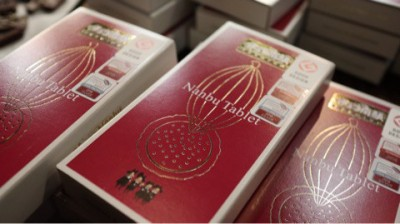 岩手銘菓「南部せんべい」がお洒落なタブレットチョコレートになっていた!